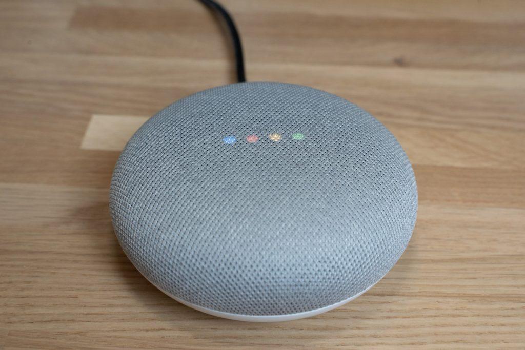 alexa o google assistant